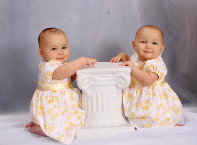 Freely download cute twin baby sisters images