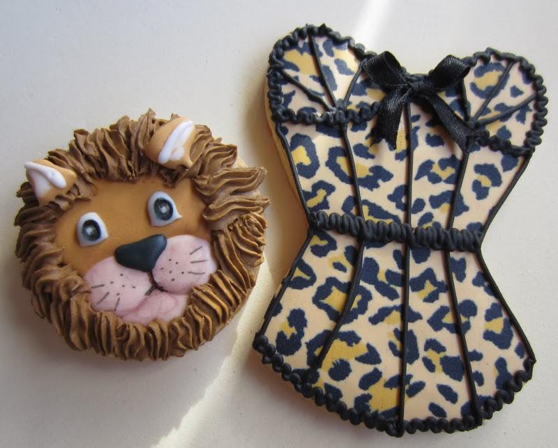 Galletas decoradas cabeza leon, y corse,  cumpleaños