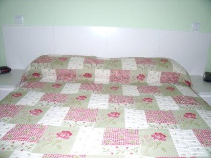 Bricolaje para transformar cuatro mesas lack en cabecero de cama