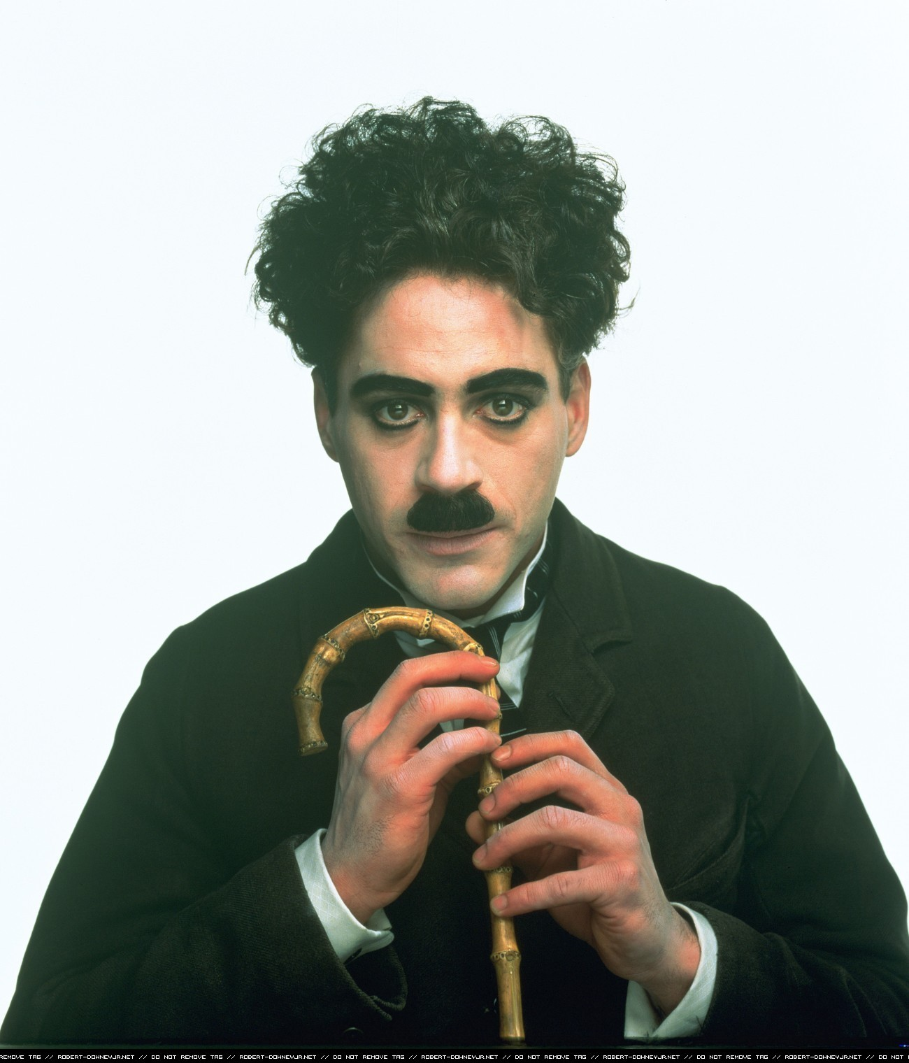 http://3.bp.blogspot.com/-jjczLZR5vBg/T5jrRpLIGRI/AAAAAAAABWg/NXl34SLwAqw/s1600/Chaplin-robert-downey-jr-15352769-1300-1520.jpg