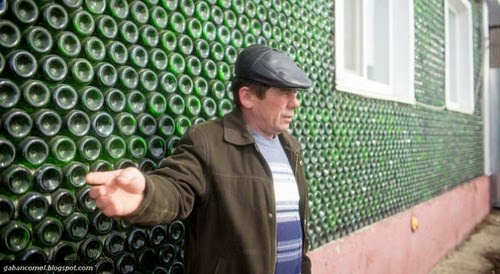 Lelaki Rusia Berjaya Membina Rumah Dari 12 Ribu Botol Champagne