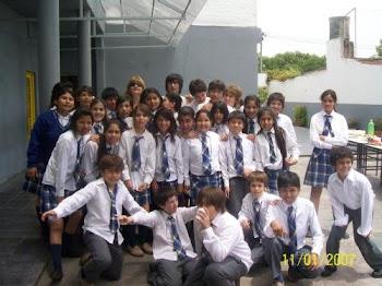 Estos somos mis amigos y yo en en la graduacion  2008