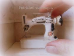 Maquina de coser blanca