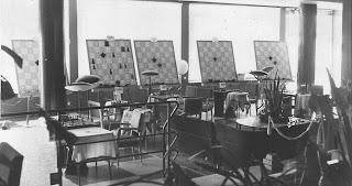 Aspecto parcial de la sala de juego del I Torneo Internacional de Ajedrez Costa del Sol 1961 en los salones del Hotel Pez Espada, de Torremolinos