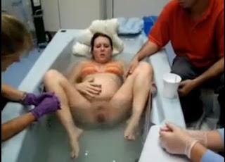 Clip hot: Sinh con dưới nước để được khỏe mạnh
