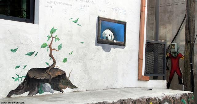 Pinturas urbanas en el barrio Ihwa-dong de Naksan