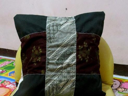 Sarung Bantal Batik Dari Kain Perca