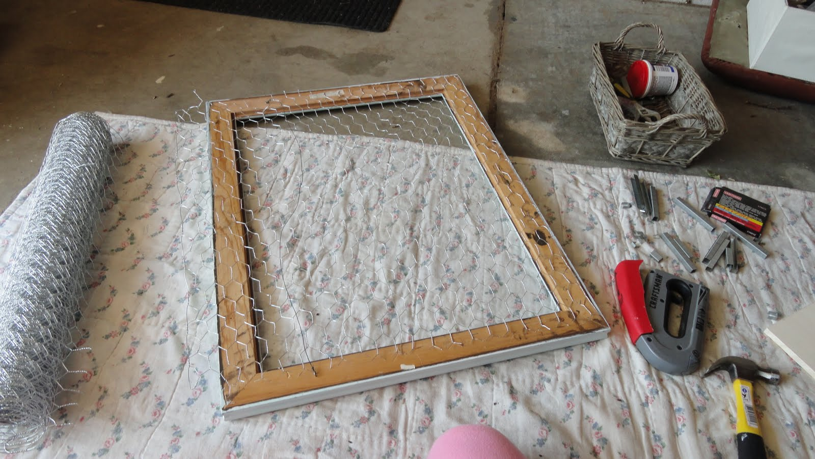 Diy do it yourself chicken wire picture frame home by ally diy do it yourself chicken wire picture frame jeuxipadfo Image collections