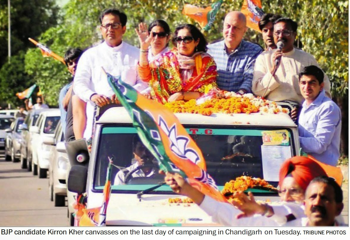 BJP candidate Kirron Kher canvasses on the last day of campaigning in Chandigarh on Tuesday. Alongwith Ex-MP Satya Pal Jain & other BJP leader