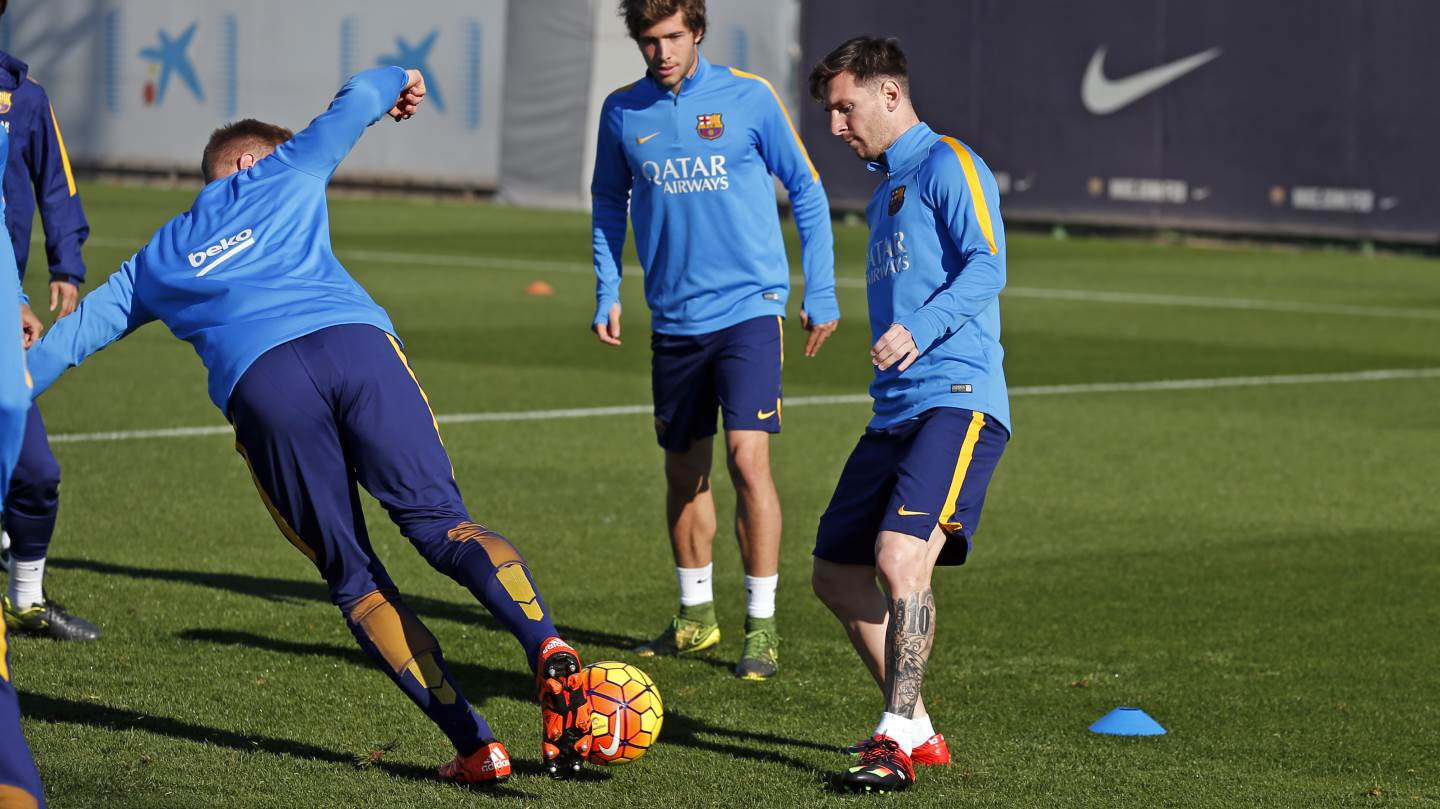 Lionel Messi and Luis Suarez train with Barcelona at St George's ...