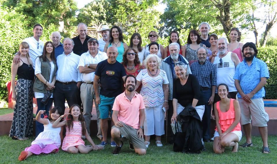 Grupo de miembros de la AAJ Rama Argentina