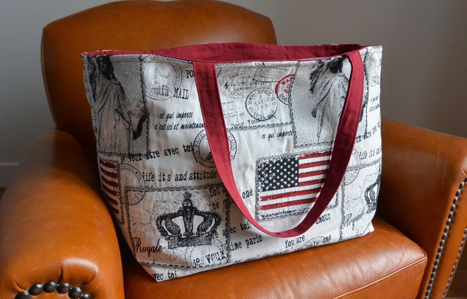 Sac XXL en tissu jacquard voyage aux USA et UK, grosse capacité de rangement. 2 poches intérieures. Rouge bordeaux bleu