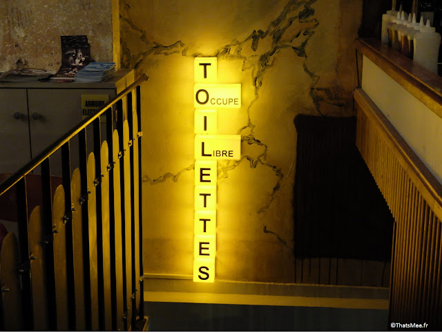 Panneau lumineux LED WC en scrabble déco du Centreville, Restaurant à Paris 11ème  charonne Keller