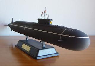 modelismo naval: submarino K550 Alexander Nevskiy de bronco models