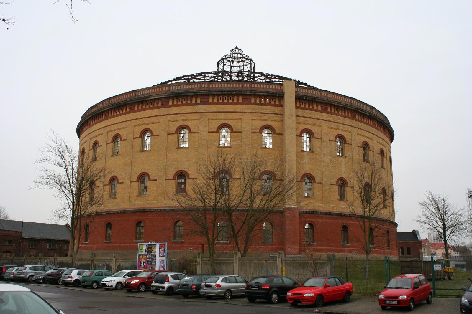 Das Gasometer Nord befindet sich an der Roscherstraße und wurde um 1890 erbaut - der Durchmesser des Bauwerkes ist ca. 60 Meter - als Bestandteil des städtischen Gaswerkes hatte das Gasometer die Aufgabe, das produzierte Gas zu speichern
