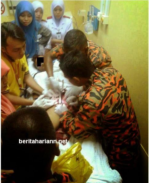 Gambar Gambar Bomba Keluarkan Cincin Tersekat Pada Batang Lelaki