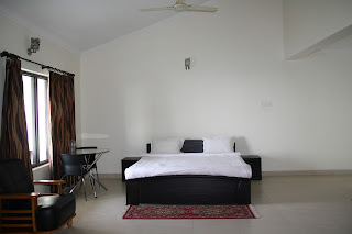 Well Furnished Room at United 21