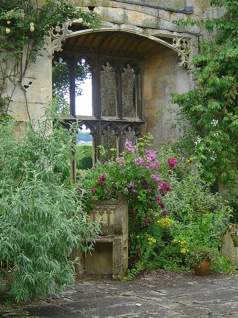 Sudeley castle gardens gloucestershire uk content in a for Garden design gloucestershire