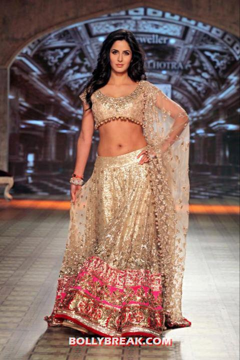 Katrina Kaif Lehnga Choli Delhi Couture Fashion Week 2012 Manish Malhotra  - Katrina Kaif Delhi Couture Fashion Week 2012 Photos