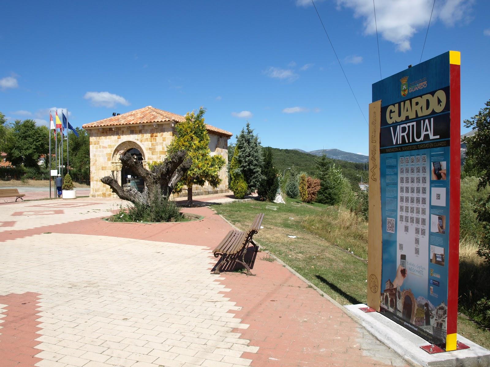 La oficina de turismo ya cuenta con su panel informativo for Oficina de turismo leon