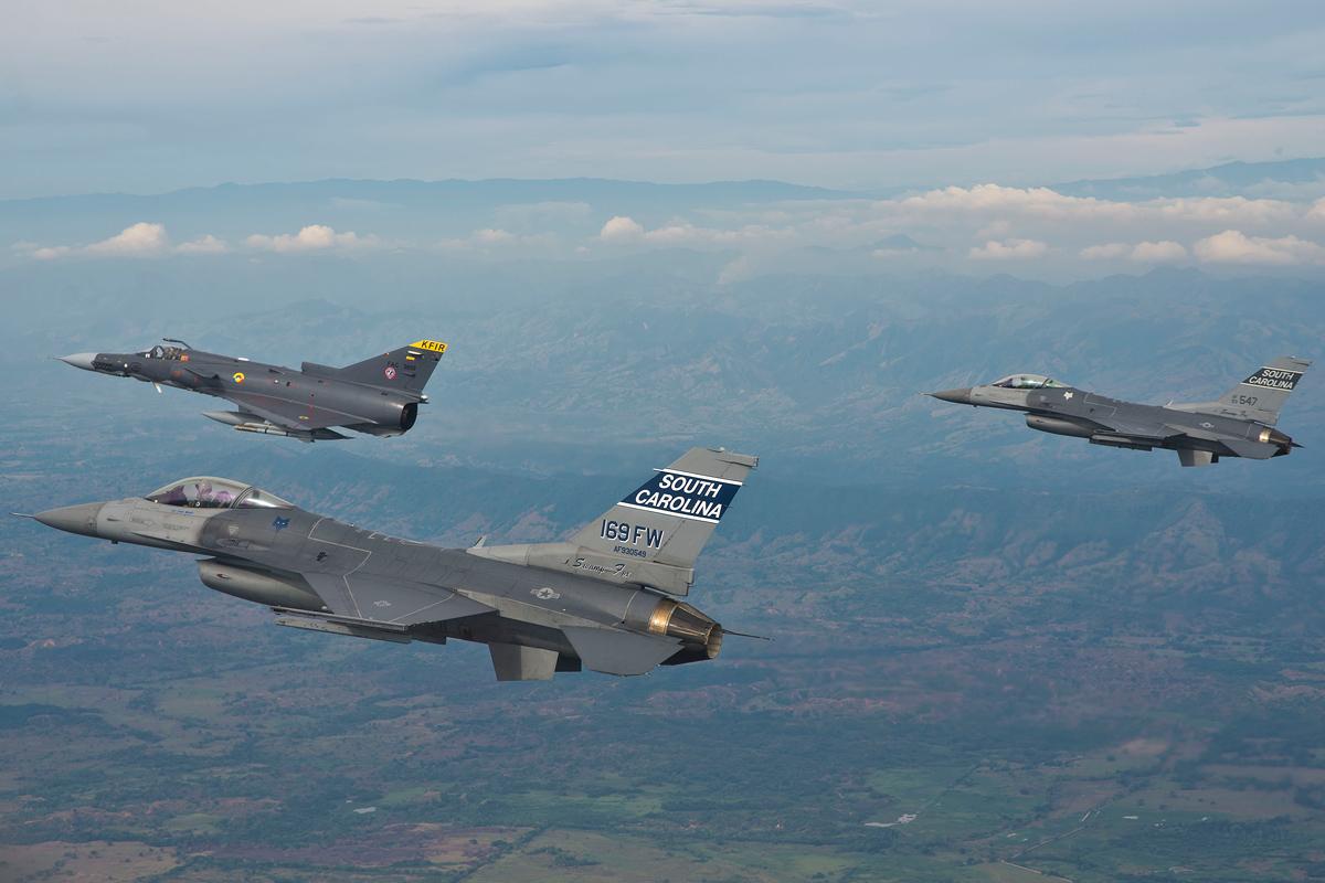 Kfir F-16 Fuerza Aerea Colombiana