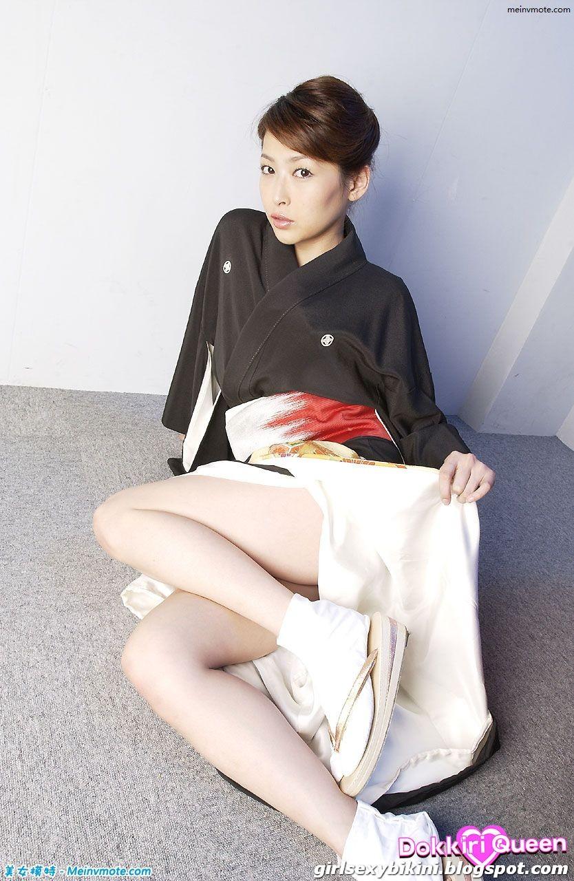 Pretty girl  - Natsume Nana playing is fun - Girl bikini
