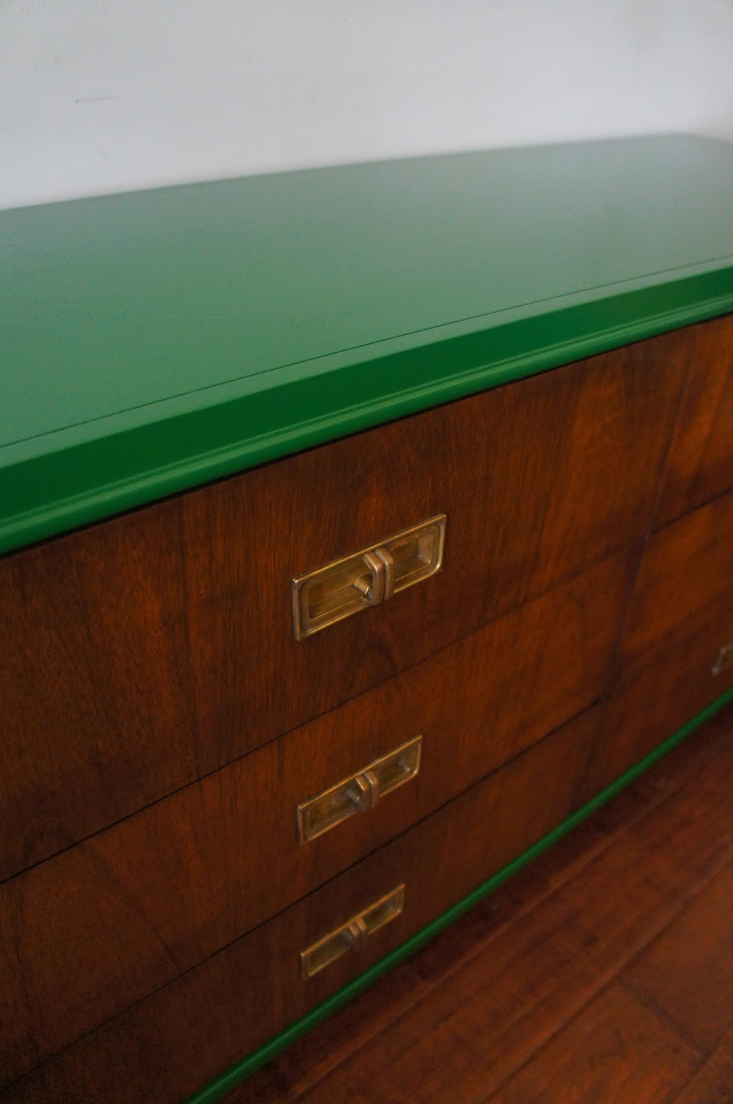 European Paint Finishes Vintage Modern Glossy Lacquered