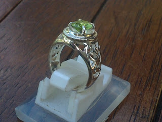 batu natural peridot