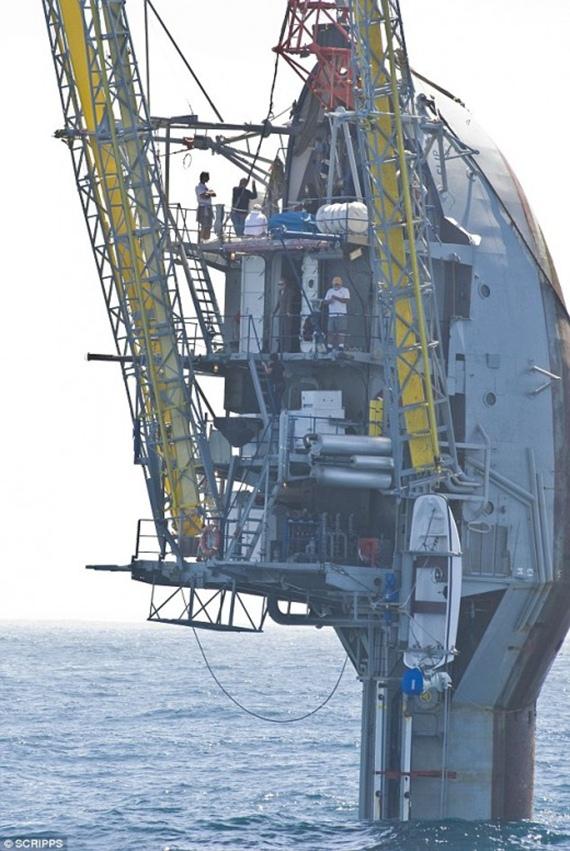 Kapal Raksasa Ini Bisa Berdiri Secara Vertikal