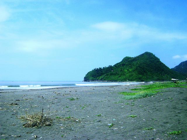 wisata pantai suwuk kebumen