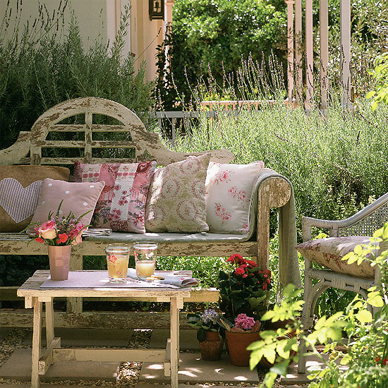 Small Garden Secrets: Modern Country Style: Vintage Gardens: Modern Country