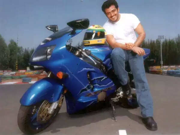 Ajith-Kumar-with-his-Kawasaki-ZX14-R தல அஜித் பைக் மற்றும் கார்கள்