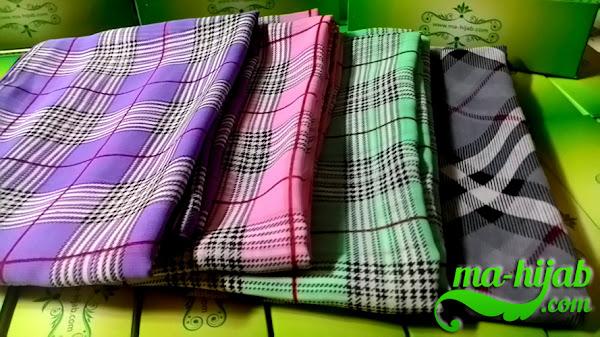 jilbab motif garis kotak klasik