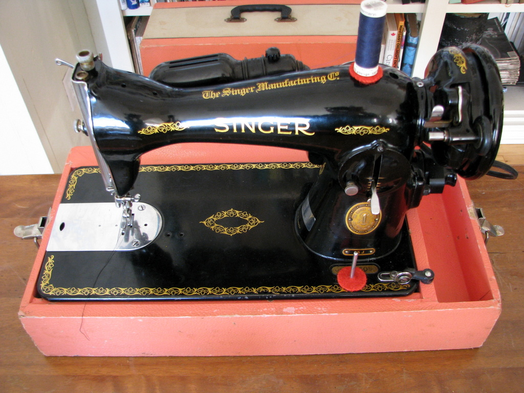 1948 Singer 15-90 Straight Stitch Sewing Machine