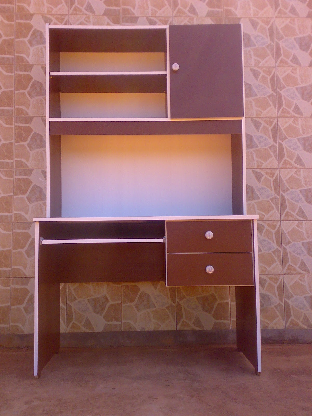 Muebles por pedidos Escritorio para computadora con biblioteca