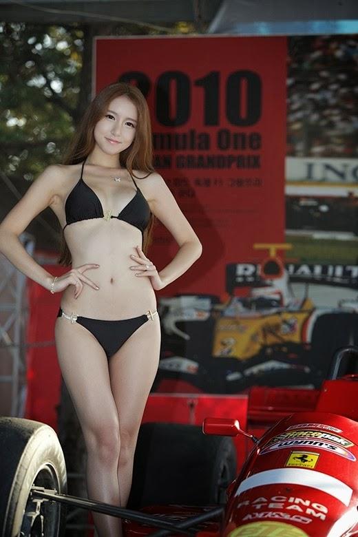 Lee Yeon Yoon in a black bikini.