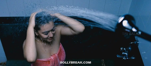 Hansika motwani taking a shower