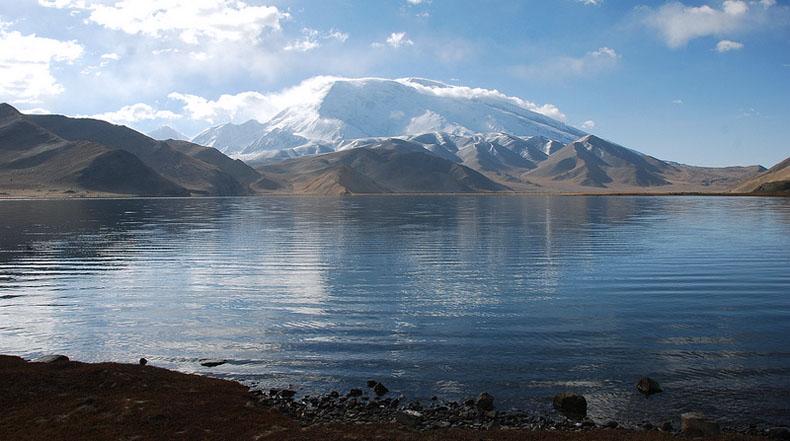 El Lago Karakul en Tajikistan