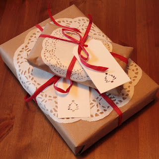 DIY brown paper Christmas gift wrap