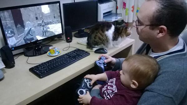 Bir Annenin Blogu - Babasıyla Assasin Creed oynayan bebek