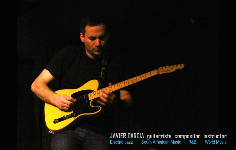 JAVIER GARCÍA  (guitarrista, compositor, productor. Instructor de música)
