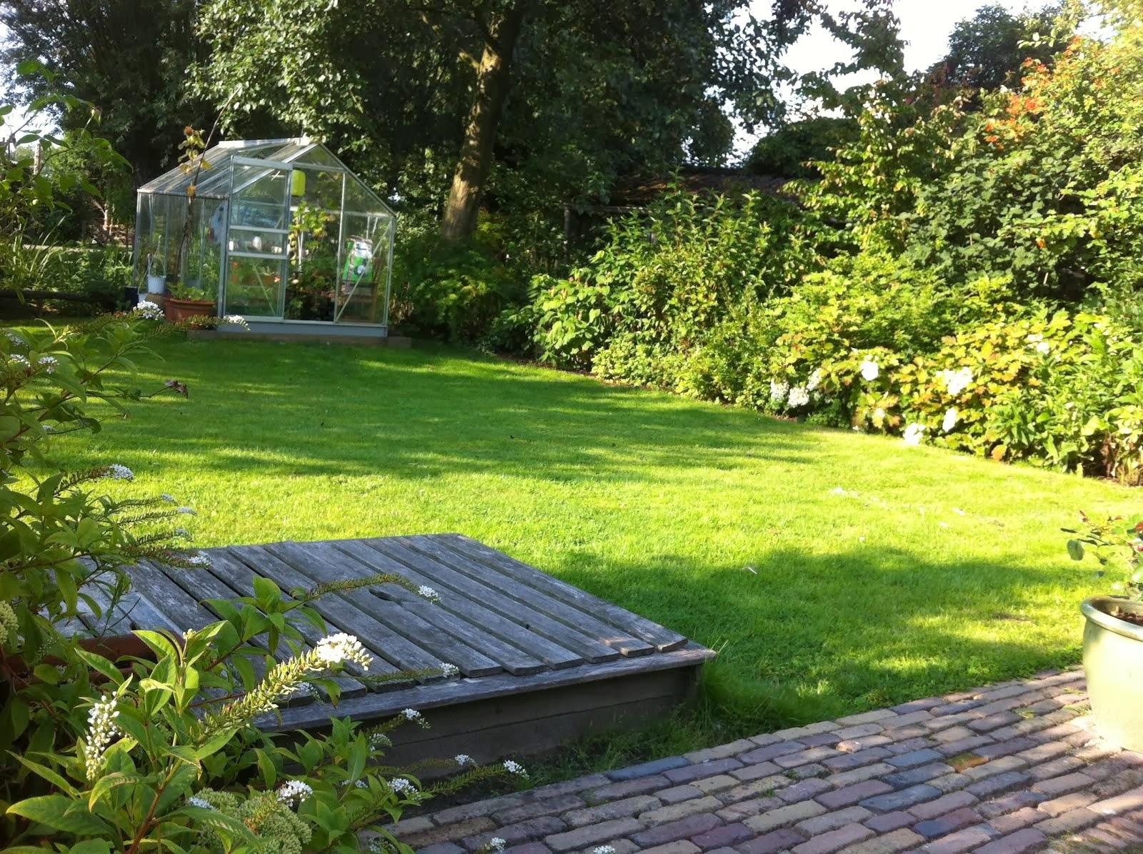 De tuin achter