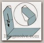 Bước 16: Gấp cạnh giấy xuống sao cho cạnh gấp trên bao chùm bên ngoài tờ giấy (xem thêm video).