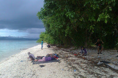 http://irwanto.info/tiba-di-kawasan-wisata-alam-pulau-marsegu-untuk-bermalam/