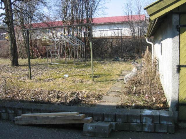 Hagen p? Knatten: Byggverk i hagen - noen ?r gammelt men.....