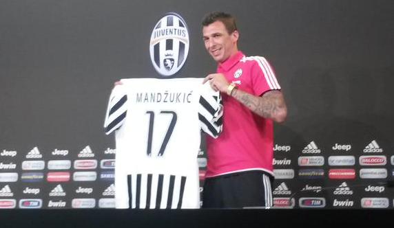 Mandzukic Perkenalkan Kostum andalan nomor 17 - Juventus