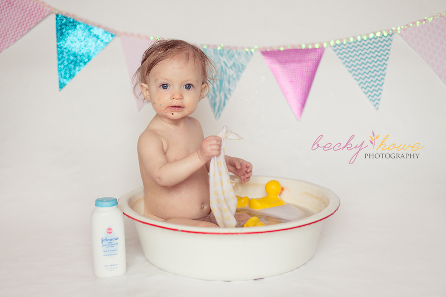 cake smash photography one year old bath pictures