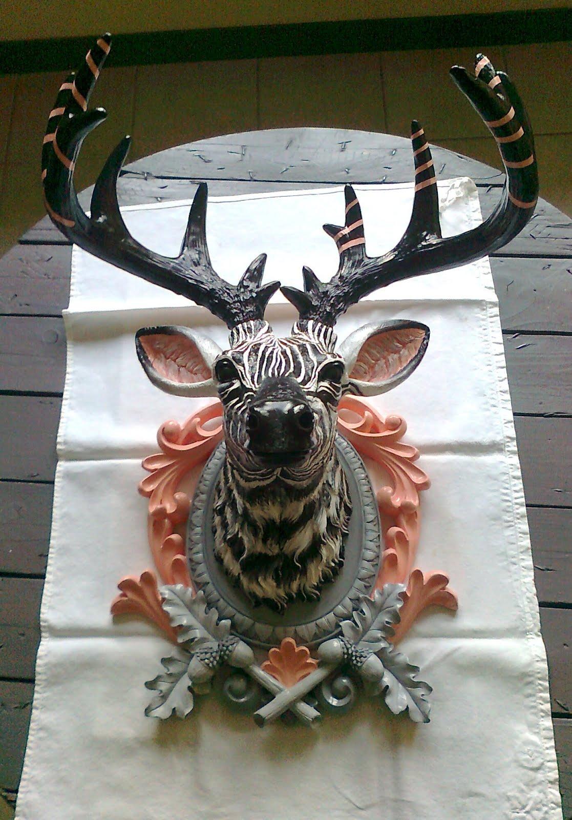 marl ne lecoeur commande pour peindre une t te de cerf toute blanche je l 39 ai revisit fa on. Black Bedroom Furniture Sets. Home Design Ideas
