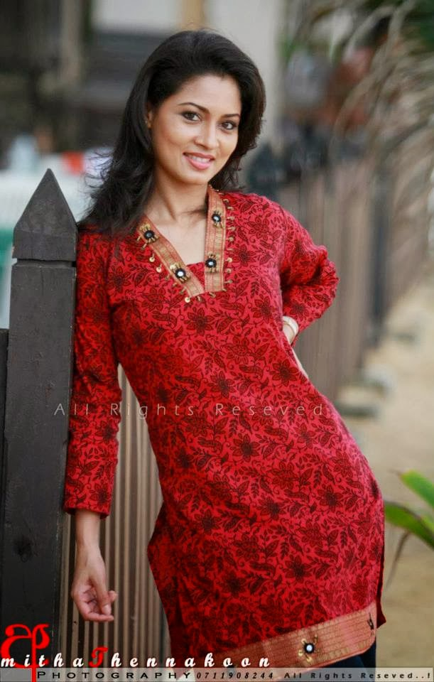 Pooja Umashankar Nude Photos 20