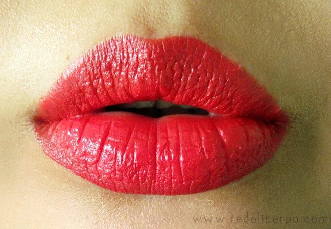 Clazona cosmetics, Clazona lipstick, red lips, Sexy Red Lips, red lipstick, cosmetics in Pakistan, Top Beauty Blogger of Pakistan, Beauty products, Top Beauty Blog, red alice rao, redalicerao